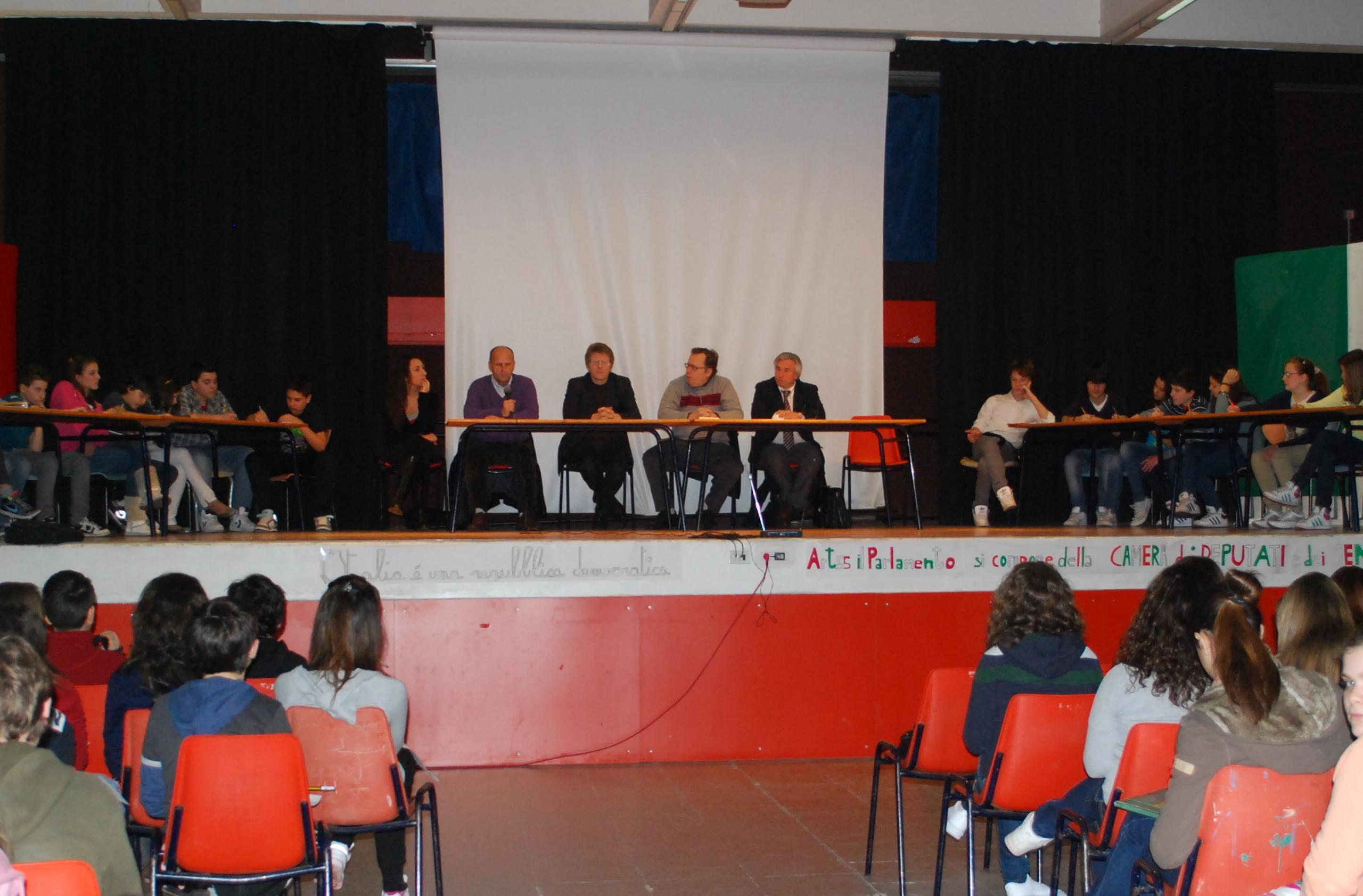 Carugate gli alunni della scuola media hanno celebrato for Storia del parlamento italiano
