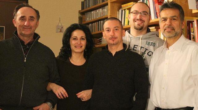 Matteo Tacconi (il secondo da destra) con i fondatori di Comitato Civico Cassina