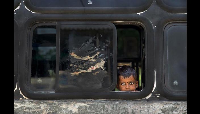 bambino sullo scuolabus_fabio mauro