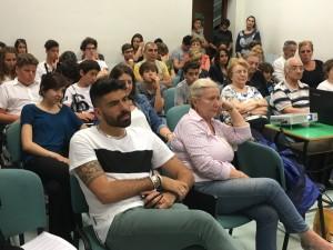 Davanti in maglia bianca Gianluca Gazzoli