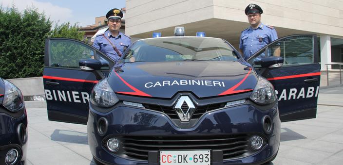 La nuova Clio acquistata dal Comune e data in comodato d'uso ai Carabinieri di Segrate