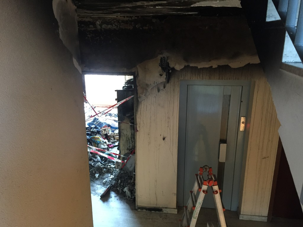 la situazione del pianerottolo dopo l'incendio
