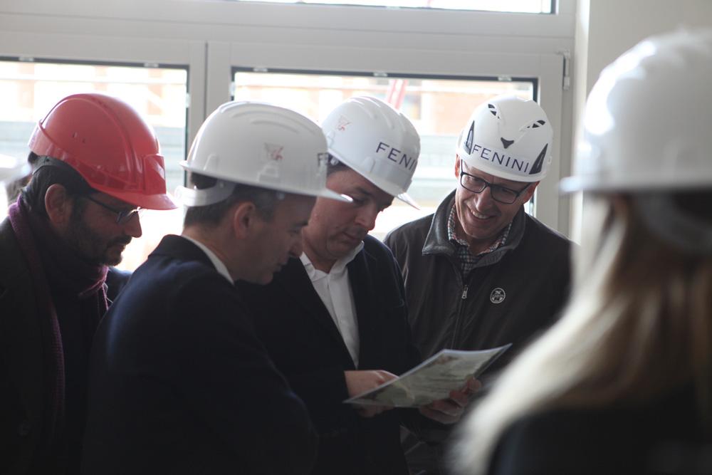 Matteo Renzi in visita al cantiere discute il progetto con il sindaco Comincini