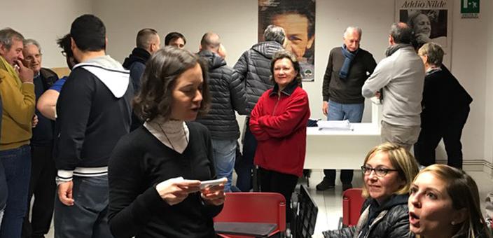 I volontari   nella sede del centrosinistra in attesa dei risultati delle primarie