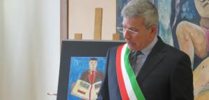 Il sindaco Curzio Rusnati mentre legge il suo scritto fuori concorso