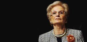 «Siamo tutti la tua scorta»: a Pioltello un presidio di solidarietà per Liliana Segre - Fuoridalcomune.it